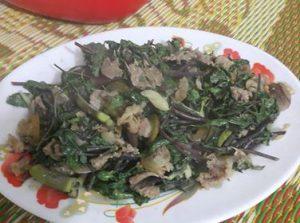 thịt bê xào với lá non của cây đương quy là món ăn rất bổ dưỡng