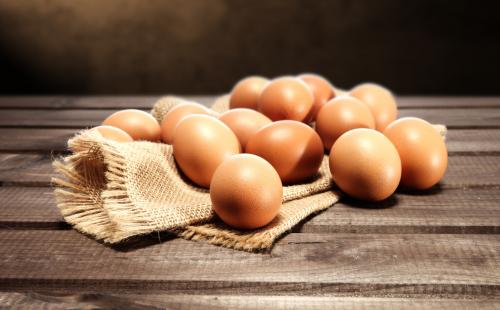 Hướng dẫn làm trứng gà ngâm rượu nếp cho bà đẻ.1