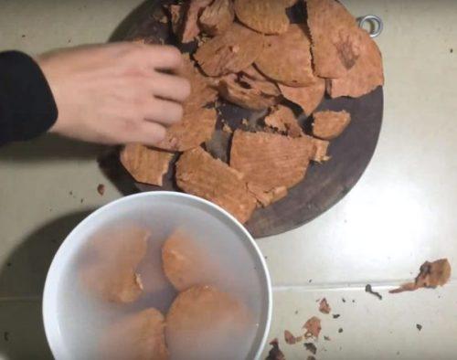 hà thủ ô thái lát ngâm với nước vo gạo